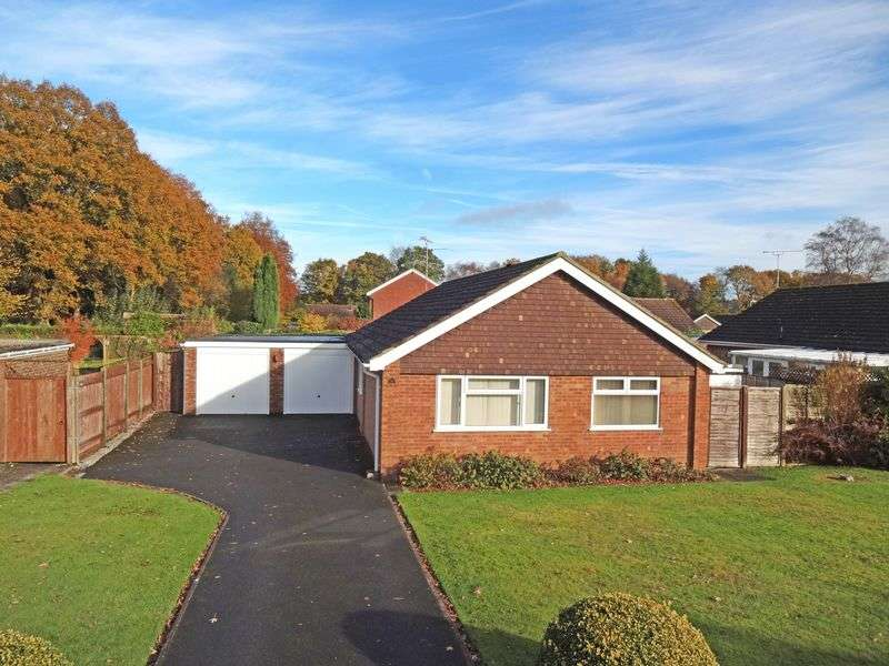 3 Bedrooms Detached Bungalow for sale in The Spinney, Grayshott