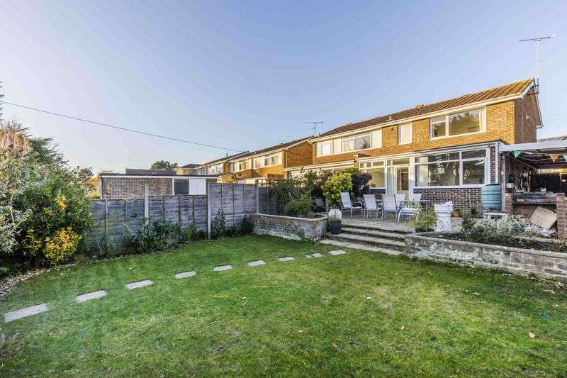 3 Bedrooms Semi Detached House for sale in Wraysbury Park Drive, Emsworth