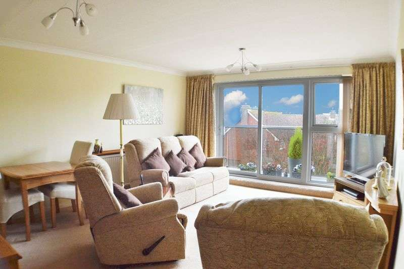 2 Bedrooms Flat for sale in GRAND AVENUE