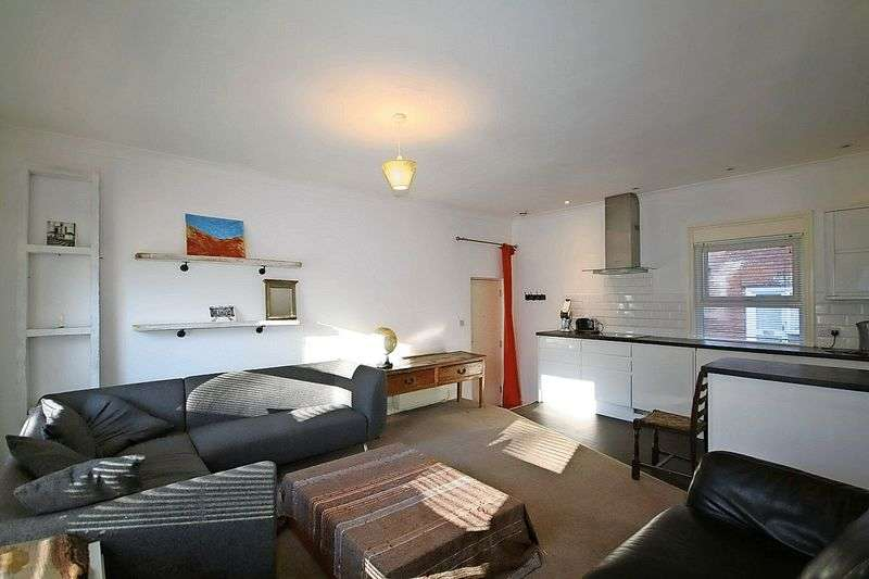 2 Bedrooms Flat for sale in Southover Place, TN19 7JA