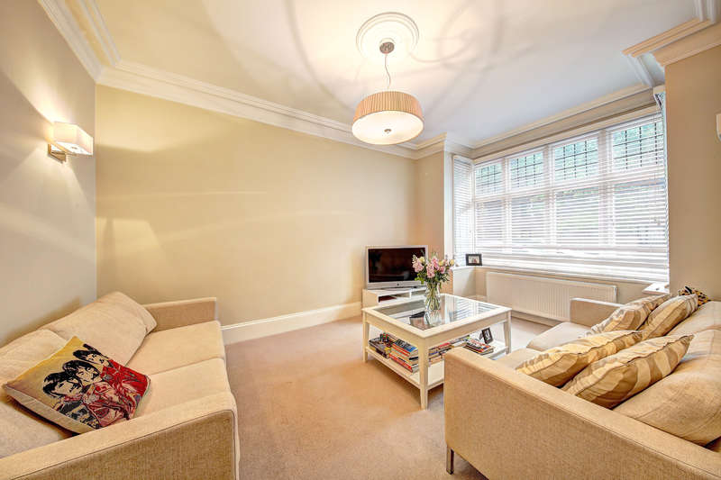 4 Bedrooms House for sale in Crabtree Lane, London