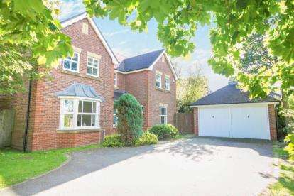 4 Bedrooms Detached House for sale in Chepstow Close, Macclesfield, Cheshire
