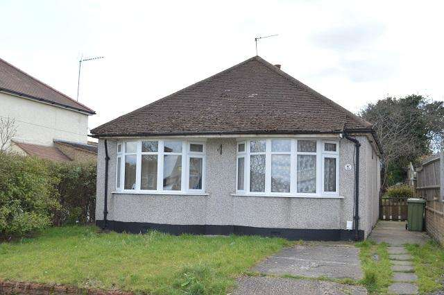 3 Bedrooms Detached Bungalow for sale in Hayfield Road, Orpington, Kent, BR5 2DN