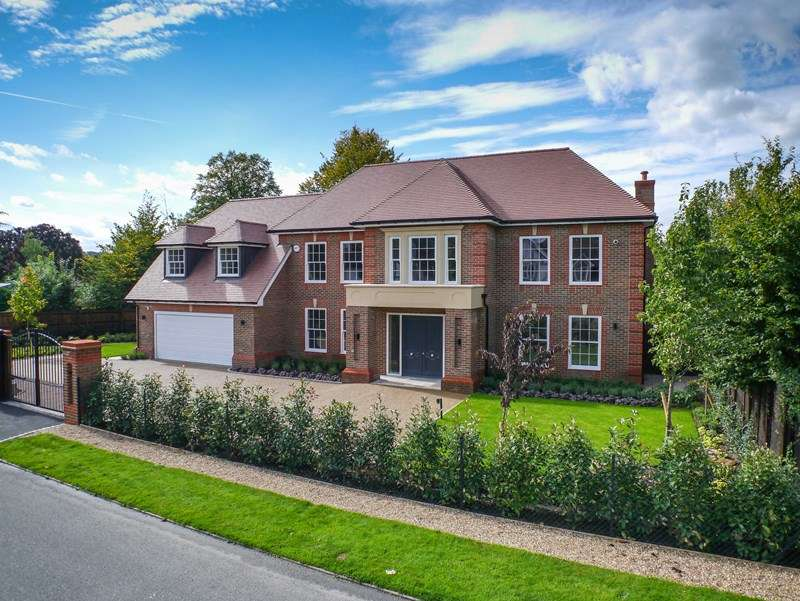 5 Bedrooms Detached House for sale in Brook Farm Road, Cobham