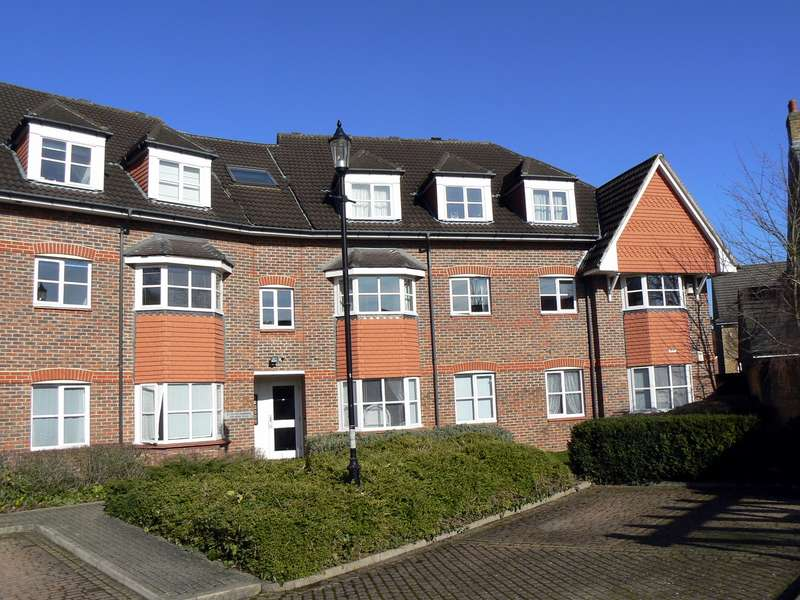 3 Bedrooms Flat for sale in Thames Ditton
