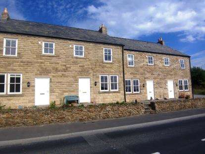 4 Bedrooms Terraced House for sale in Lyme View, Glossop Road, Little Hayfield, High Peak