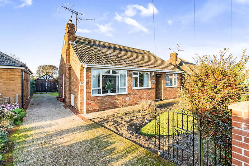 3 Bedrooms Detached Bungalow for sale in Manor Road, North Hykeham, Lincoln, LN6