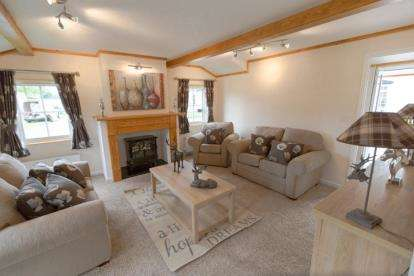 3 Bedrooms Mobile Home for sale in Cleveland Hills View Park, Skutterskelf Road, Hutton Rudby