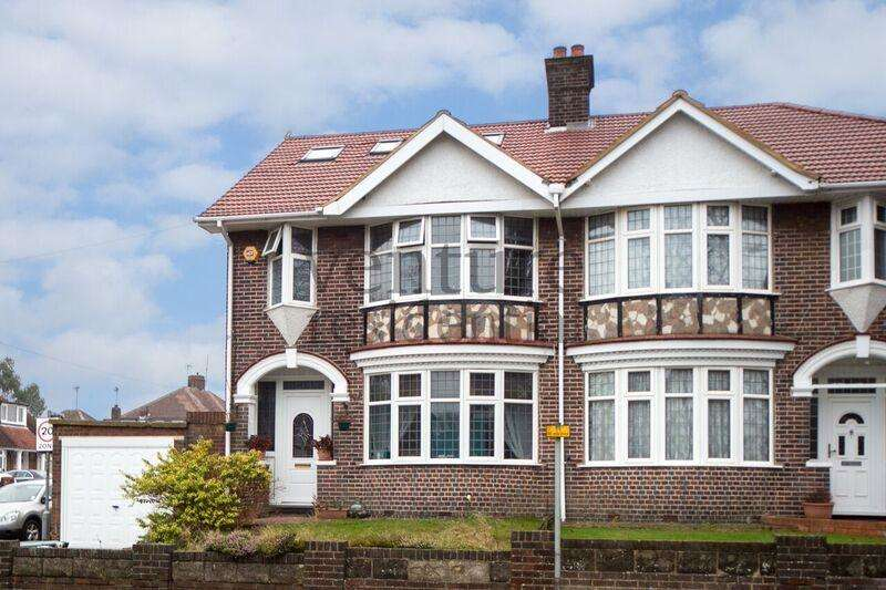 6 Bedrooms Semi Detached House for sale in Stockingstone Road, Luton, LU2 7NH
