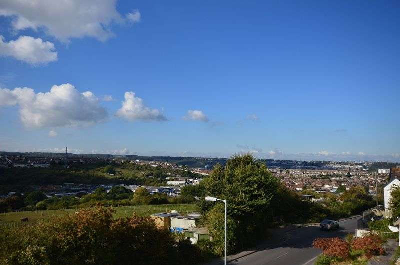 3 Bedrooms Terraced House for sale in Novers Hill, Bristol