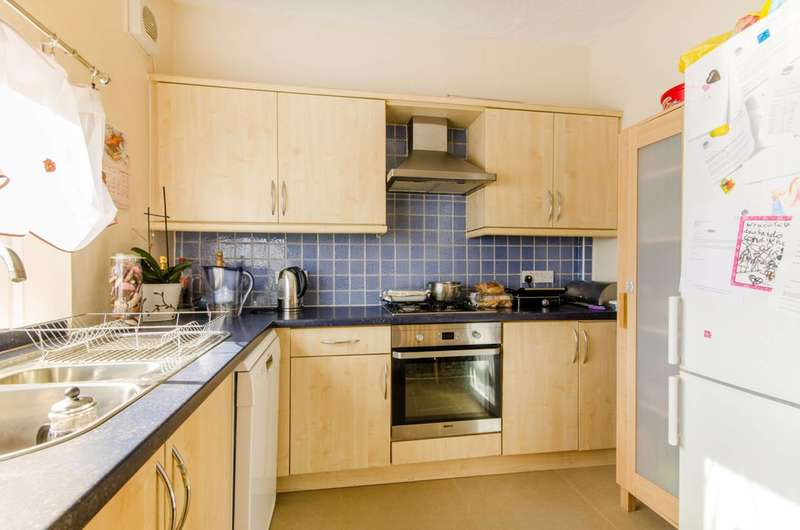 2 Bedrooms Flat for sale in Margaret Road, East Barnet, EN4