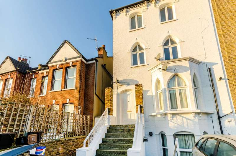 3 Bedrooms Maisonette Flat for sale in Martell Road, West Dulwich, SE21