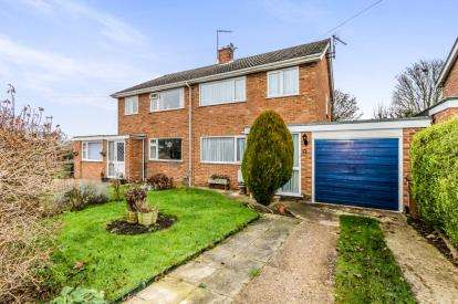 3 Bedrooms Semi Detached House for sale in Brookside, Bozeat, Wellingborough, Northamptonshire