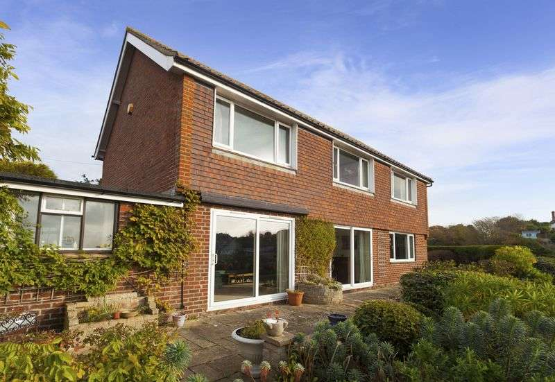 3 Bedrooms Detached House for sale in Sandgate
