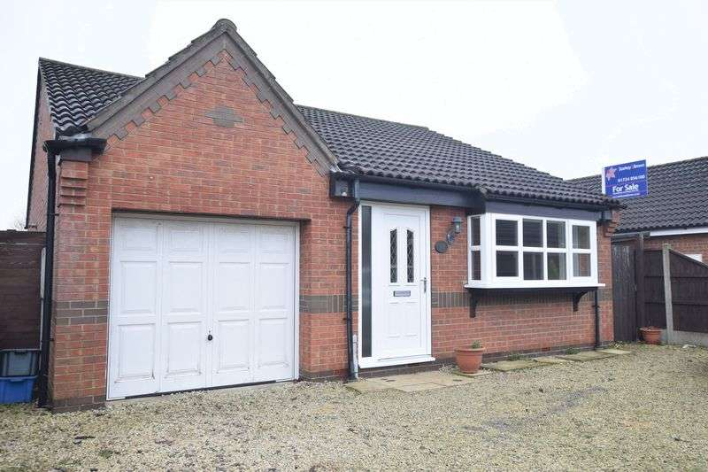 2 Bedrooms Detached Bungalow for sale in Old School Drive, Hibaldstow, Brigg