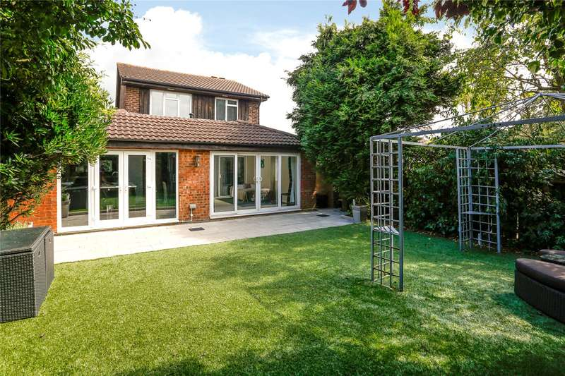 5 Bedrooms Detached House for sale in Morland Close, Hampton, TW12