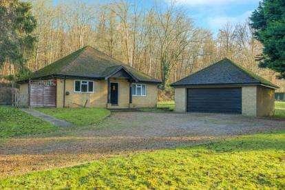 3 Bedrooms Bungalow for sale in Solesbridge Lane, Chorleywood, Rickmansworth, Hertfordshire