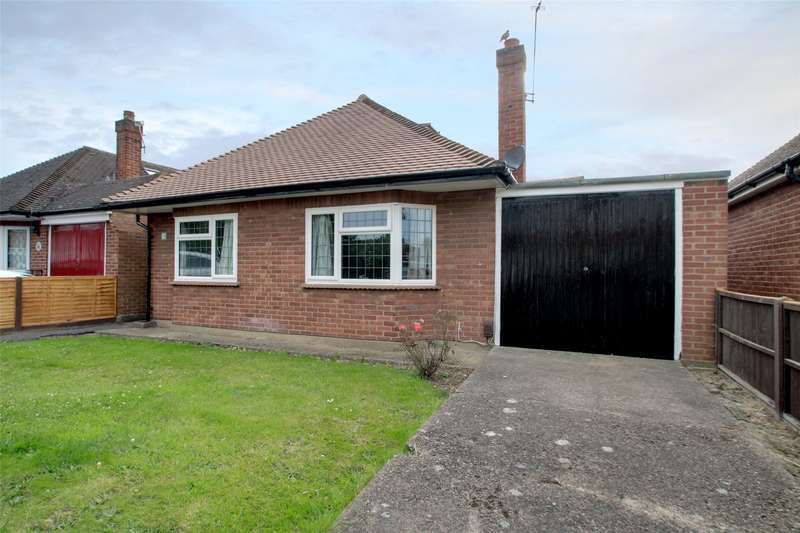 3 Bedrooms Detached Bungalow for sale in Wood Road, Shepperton, Surrey, TW17
