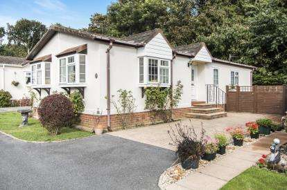 3 Bedrooms Mobile Home for sale in Milford Road, Everton, Lymington