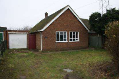 3 Bedrooms Bungalow for sale in Box End Road, Kempston, Bedford, Bedfordshire