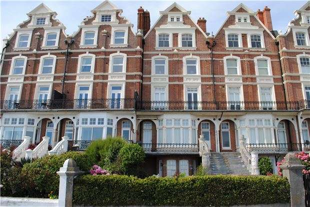 2 Bedrooms Flat for sale in Knole Road, BEXHILL-ON-SEA, East Sussex, TN40 1LG