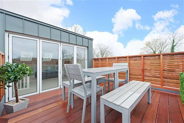 3 Bedrooms House for sale in Lindal Road, London