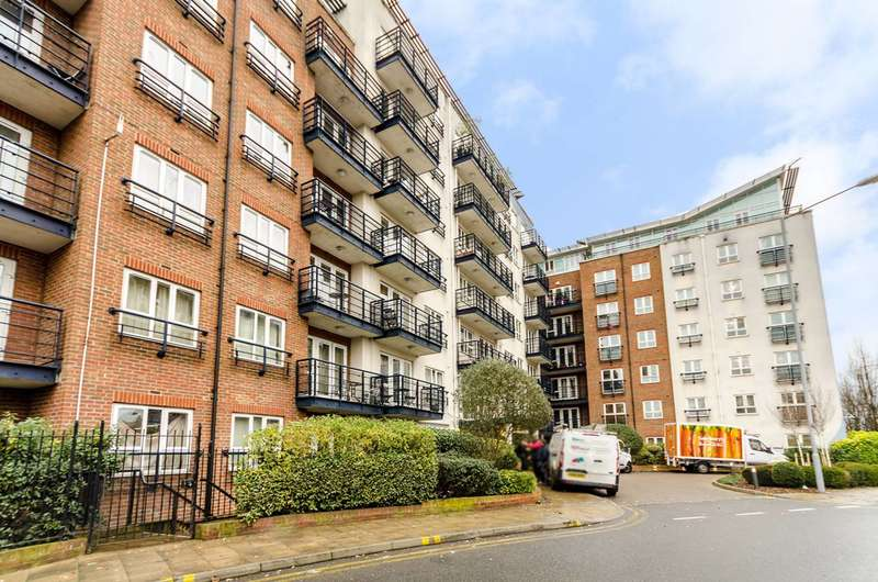 1 Bedroom Flat for sale in Falmouth House, Kingston, KT2