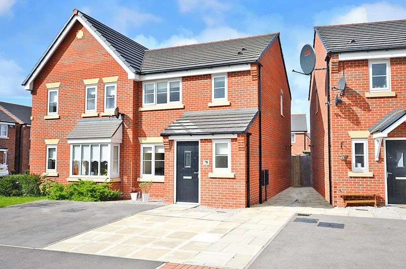 3 Bedrooms Semi Detached House for sale in Shackleton Avenue, Widnes