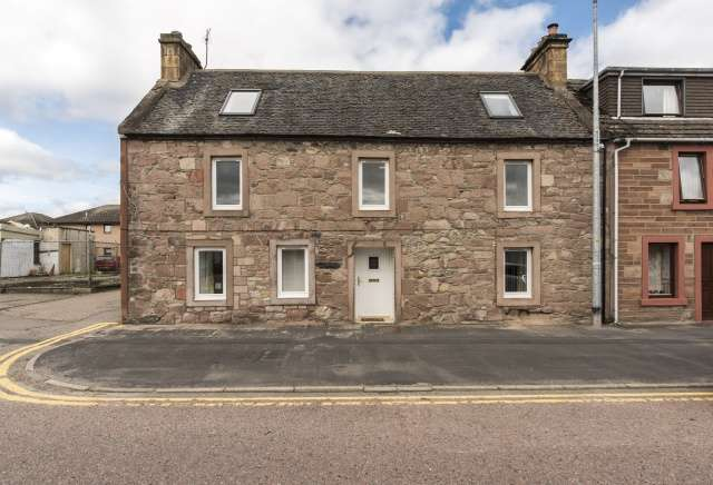 4 Bedrooms Flat for sale in High Street, Invergordon, Highland, IV18 0AD