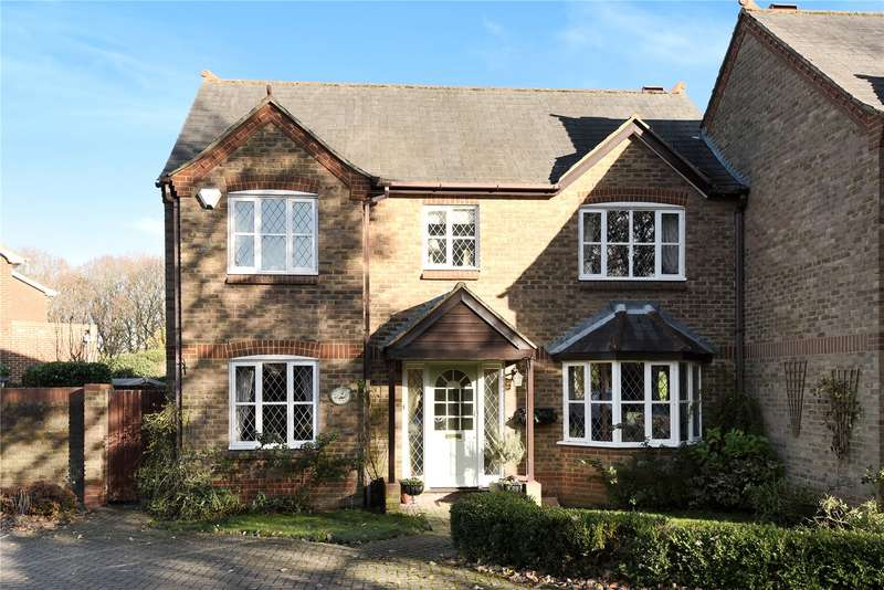 3 Bedrooms Semi Detached House for sale in Killcross Cottage, Whitegates Close, Croxley Green, Hertfordshire, WD3