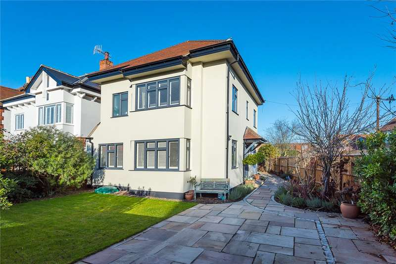 4 Bedrooms Detached House for sale in Fairfax Road, Teddington, TW11