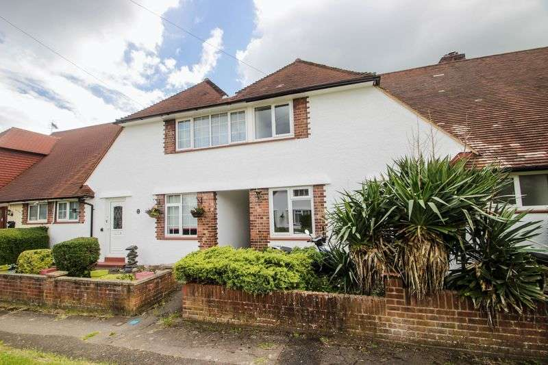 3 Bedrooms Terraced House for sale in Poplar Avenue, Leatherhead