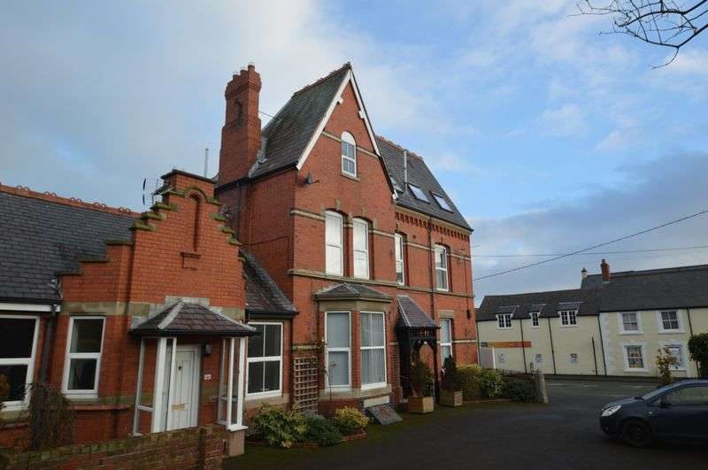 1 Bedroom Flat for sale in North Street, Mold