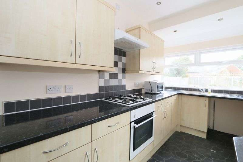 3 Bedrooms Semi Detached House for sale in Inglemire Lane, Hull