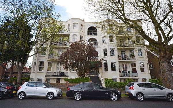 1 Bedroom Flat for sale in Burlington Court, Spencer Road, London