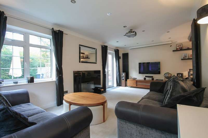 3 Bedrooms Cottage House for sale in East Street, Turners Hill