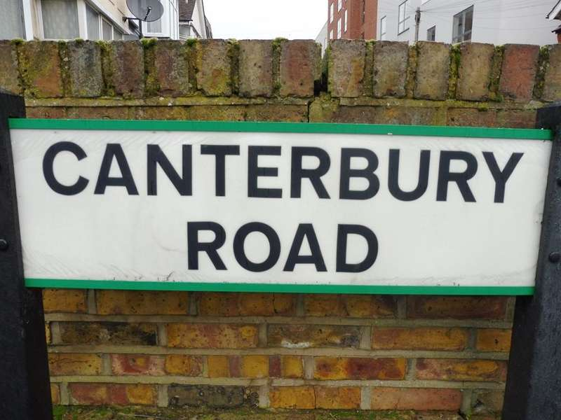 4 Bedrooms Semi Detached House for sale in Canterbury Road, Watford, WD17
