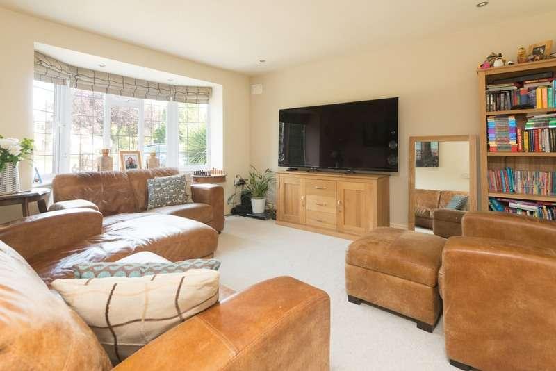4 Bedrooms Detached House for sale in Avon Crescent, Stratford-upon-Avon, Warwickshire, CV37