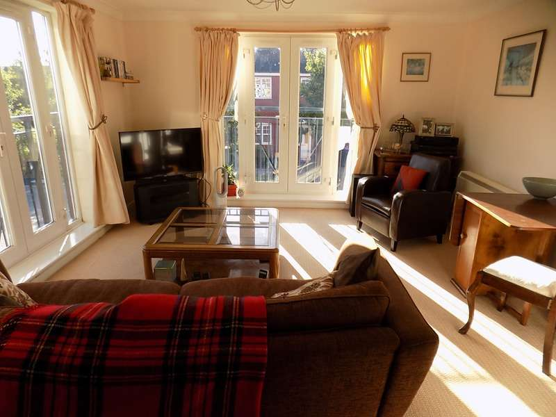 2 Bedrooms Flat for sale in Redlands Road, Telford, Shropshire, TF1