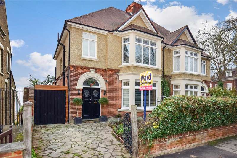 5 Bedrooms Semi Detached House for sale in Oxford Road, Gillingham, Kent