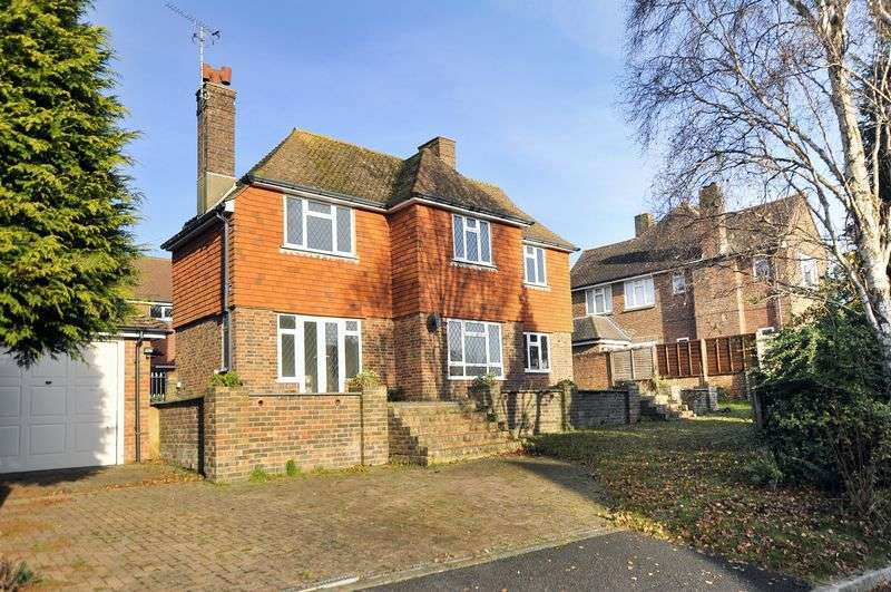 3 Bedrooms Detached House for sale in Cheviot Close, Worthing