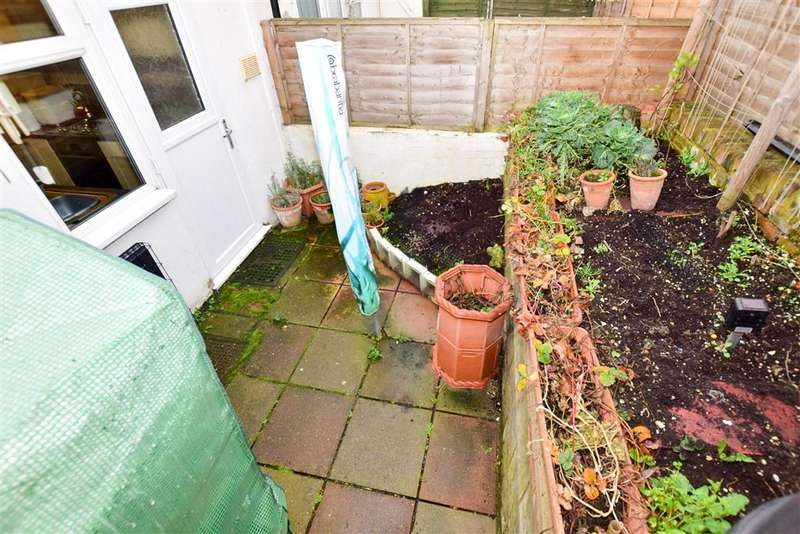 2 Bedrooms Semi Detached House for sale in Pear Tree Alley, Sittingbourne, Kent