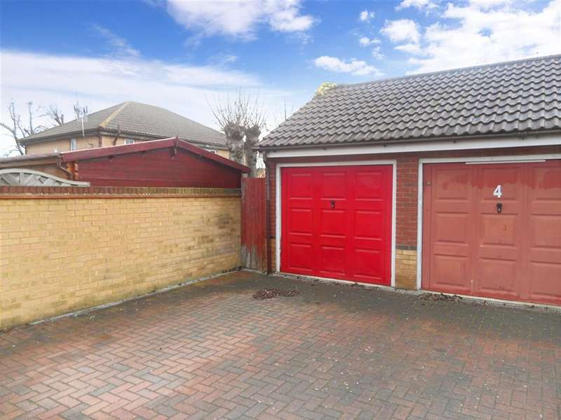 3 Bedrooms Terraced House for sale in Vine Close, Basildon, Essex