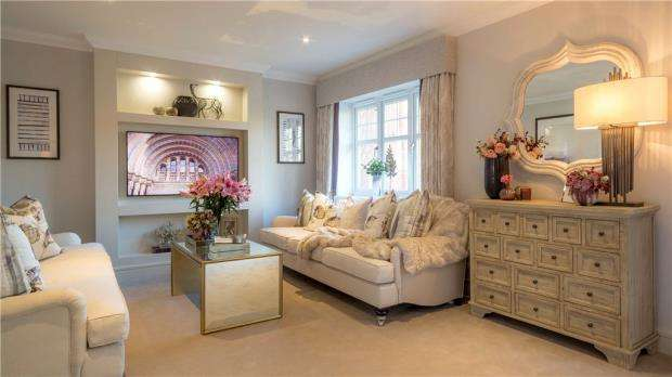 3 Bedrooms Semi Detached House for sale in St Marks Road, Binfield