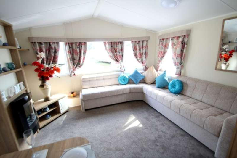 3 Bedrooms Mobile Home for sale in Willerby Rio Gold (2016) CO15 6LY