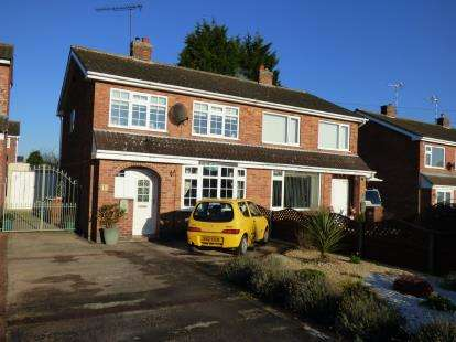 3 Bedrooms Semi Detached House for sale in Kintyre Close, Hinckley, Leicestershire