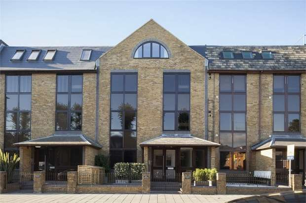 Studio Flat for sale in Flat 1 Prospect House, 67- 69 St Johns Road, Isleworth, Middlesex