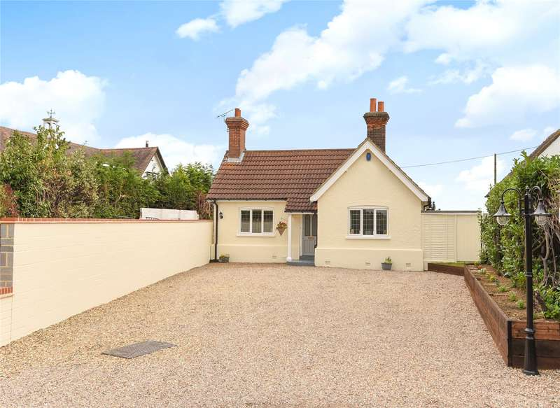 3 Bedrooms Semi Detached Bungalow for sale in New Road, Lambourne End, Essex, RM4