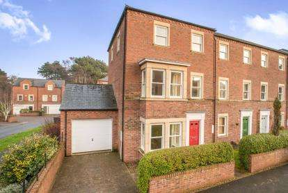 4 Bedrooms End Of Terrace House for sale in Fairgray Close, Ripon, North Yorkshire, .