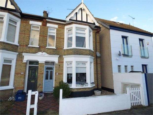 3 Bedrooms End Of Terrace House for sale in Canonsleigh Crescent, Leigh on sea, SS9 1RJ